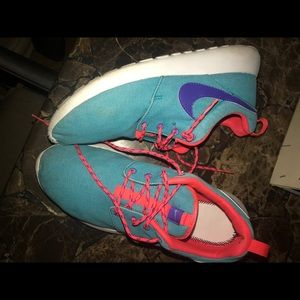 Nike Roche Run size 7y teal